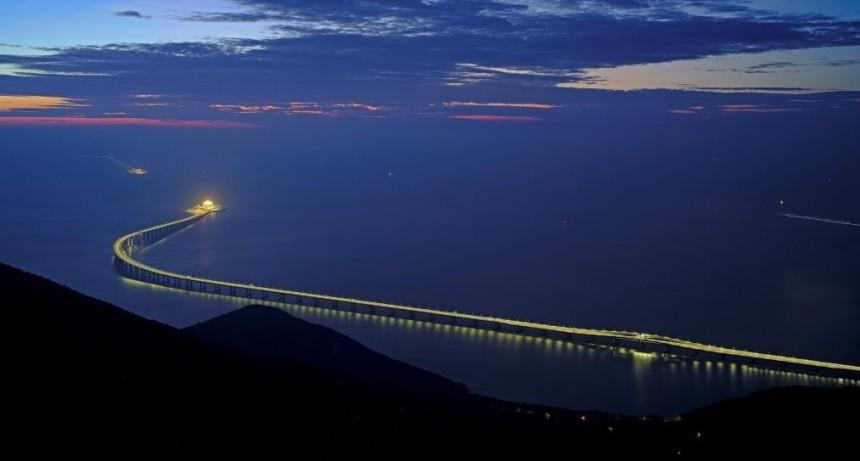 Inauguran el puente sobre el mar más largo del mundo