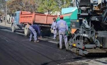 Avanza la pavimentación en la zona de Los Manzanos