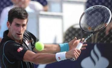 Djokovic superó a Federer en la final del Masters y cerró el año en lo más alto