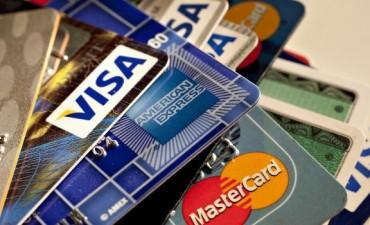 Oficialismo busca consenso para dictaminar con cambios regulación de comisiones de tarjetas