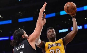 NBA:Scola aportó cuatro puntos y seis rebotes en la derrota de los Nets