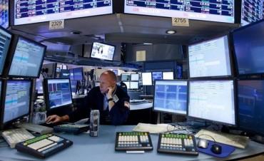 Wall Street opera con leve baja con los inversores prudentes por la reforma fiscal