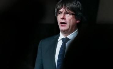 Puigdemont dio marcha atrás por la presión y por proteger a sus alcaldes