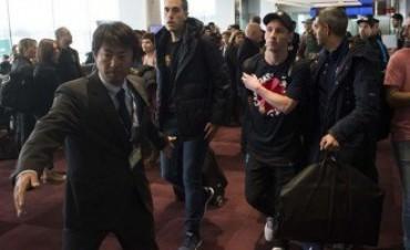 Messi, a las trompadas con hinchas de River en el aeropuerto de Tokio