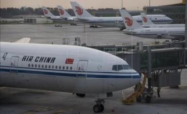 El aeropuerto internacional de Beijing canceló cerca de un centenar de vuelos