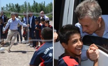 Macri detrás de un penal errado la felicidad de un niño