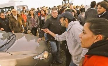 Atacaron a piedrazos el auto de Macri en Villa Traful