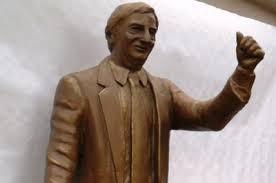 Un millón de pesos por la estatua de Néstor Kirchner