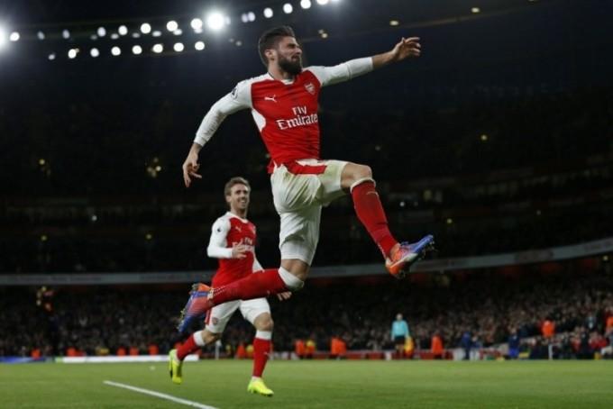 Premier League: en el primer día de 2017, Giroud metió un gol para recordarlo todo el año