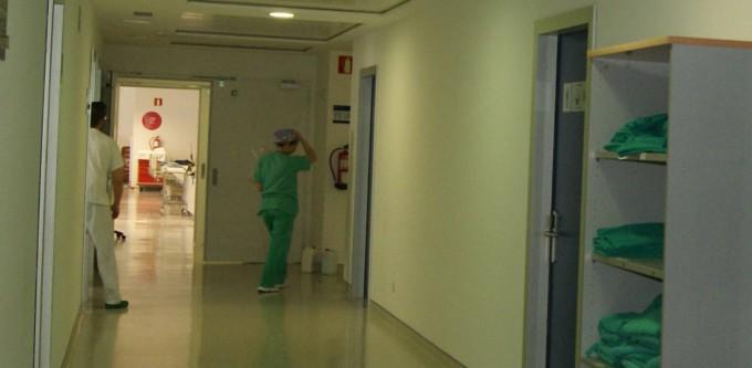 El hospital público de Ibiza cierra los quirófanos por una plaga de moscas