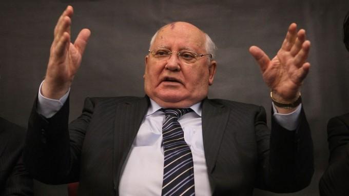 Mijail Gorbachov advirtió que el mundo se prepara para una guerra