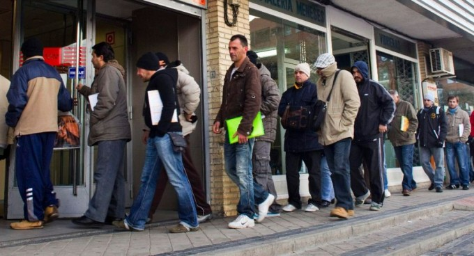 Récord histórico de 11,8 millones de desocupados ante la recesión
