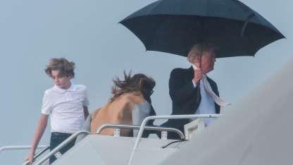 El gesto de Trump con Melania y su hijo pequeño que hizo indignar al mundo