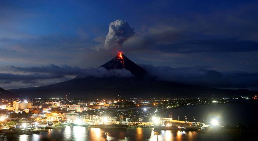El volcán Mayon dejan más de 77 mil evacuados