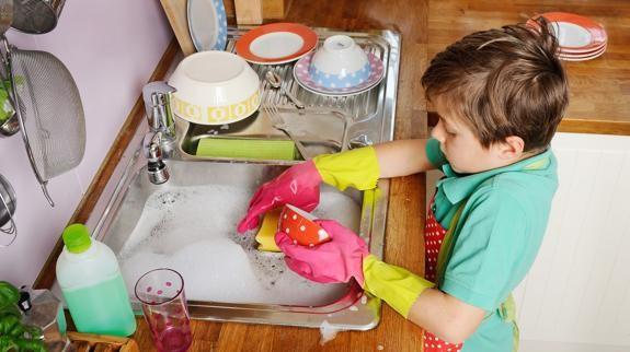 Enseñar a los jóvenes las tareas del hogar