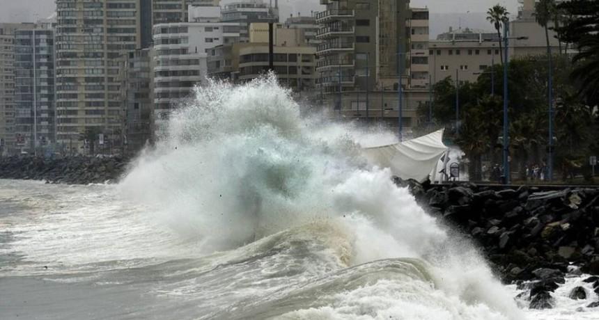 Chile alerta por olas de 4 metros