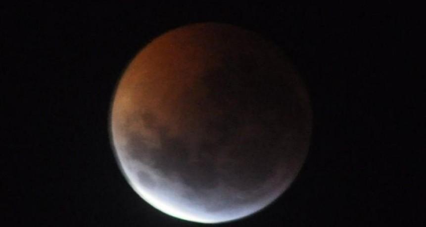 El eclipse de luna un espectáculo en el país