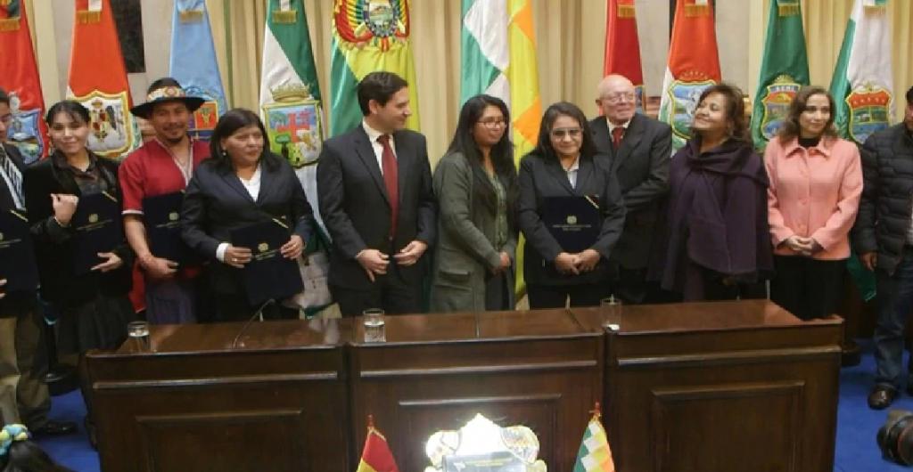 Bolivia fijó para el domingo 3 de mayo las elecciones generales