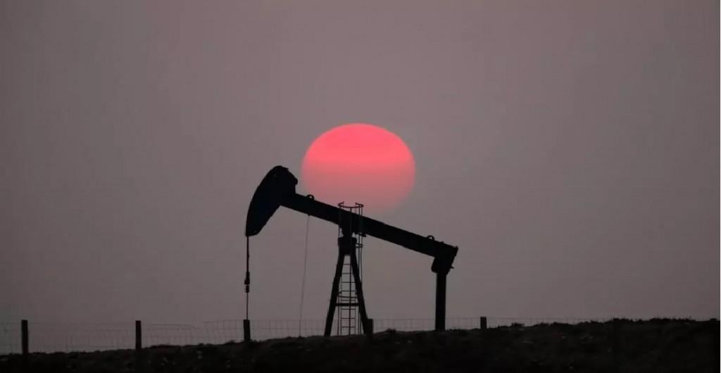 Los precios del petróleo se disparan más de 3,5 %