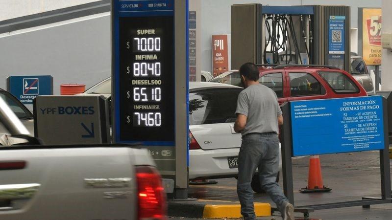 YPF aumentó 2,9% los combustibles y la Súper llegó a los $70