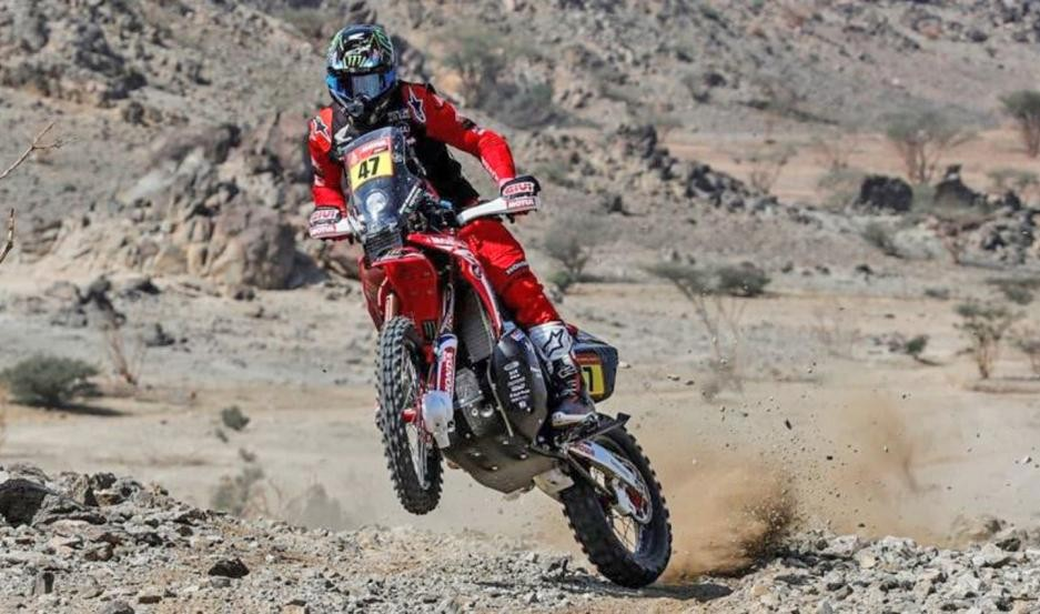 Kevin Benavides lidera la categoría motos del Dakar