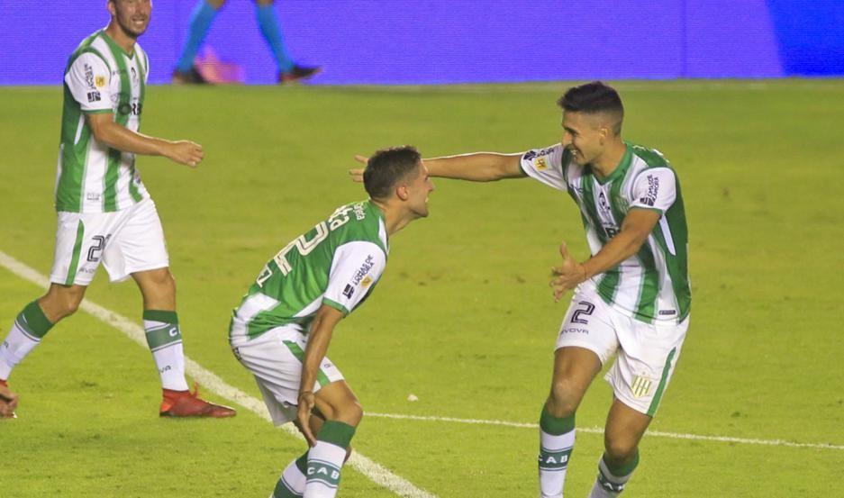 Banfield goleó 4 a 1 a San Lorenzo y definirá el título ante Boca