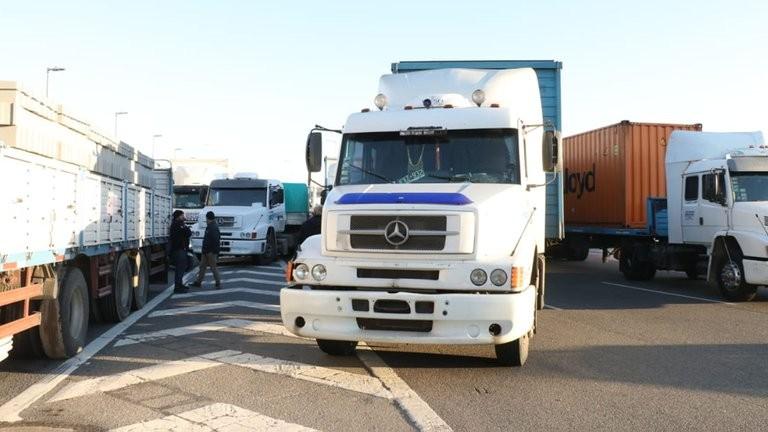 El paro de camioneros causa desabastecimiento en fábricas