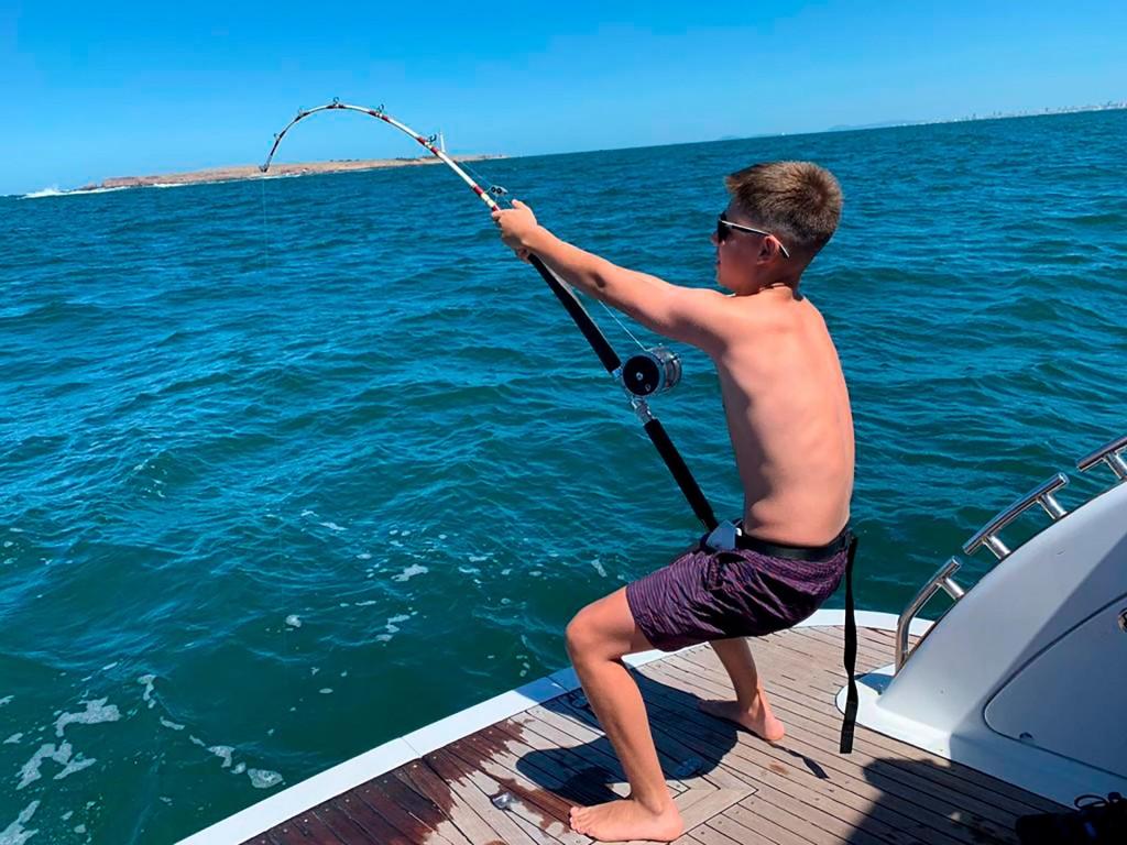 Pescaron otro tiburón en Punta del Este y crece la polémica