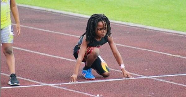 Niño atleta que hace furor en redes sociales