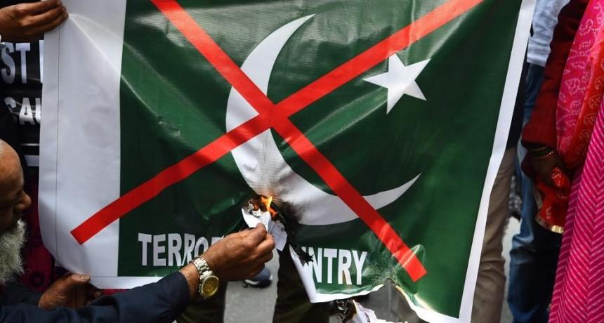 Pakistán advierte a la India que responderá si ataca su territorio