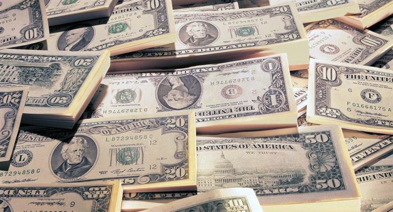 El dólar blue bajó un peso y cerró en los $148