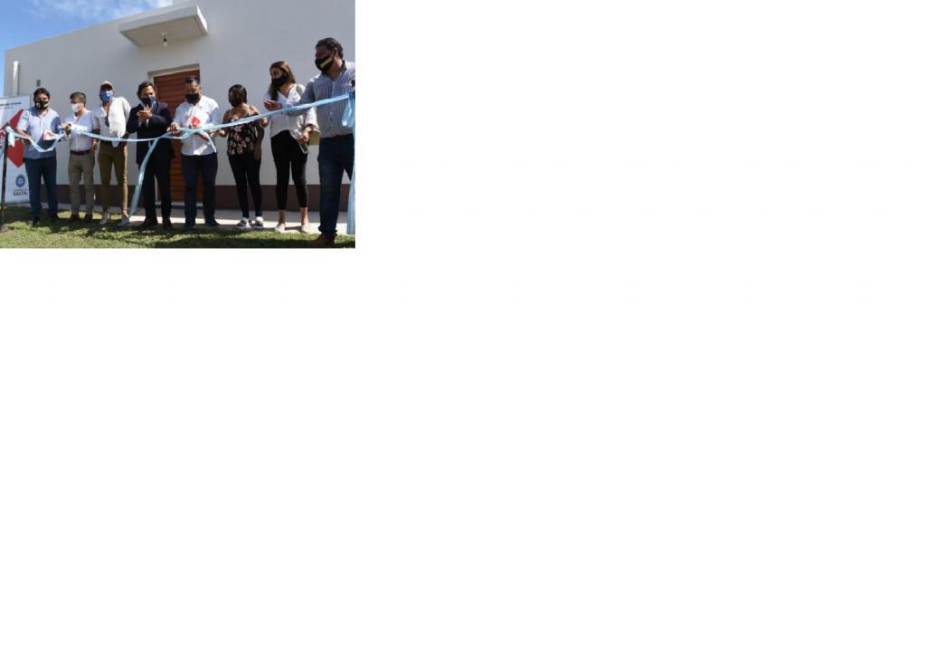 Sáenz entregó las llaves de sus casas a 108 nuevos propietarios
