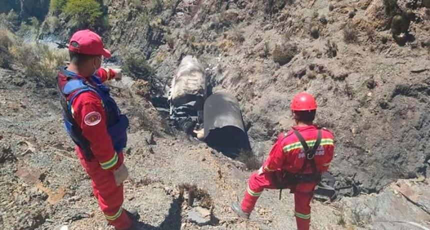 Murieron dos argentinos al explotar el camión en una ruta de Bolivia