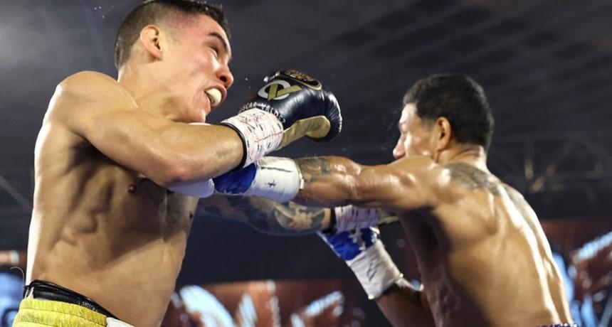 Oscar Valdez se consagró campeón superpluma