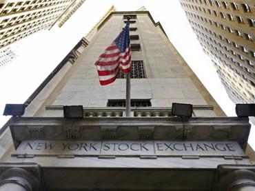 Wall Street finalizó con leve descenso por incertidumbre sobre planes de Trump