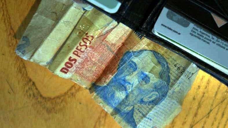 Los billetes de 2 pesos son canjeados hasta el 27 de abril