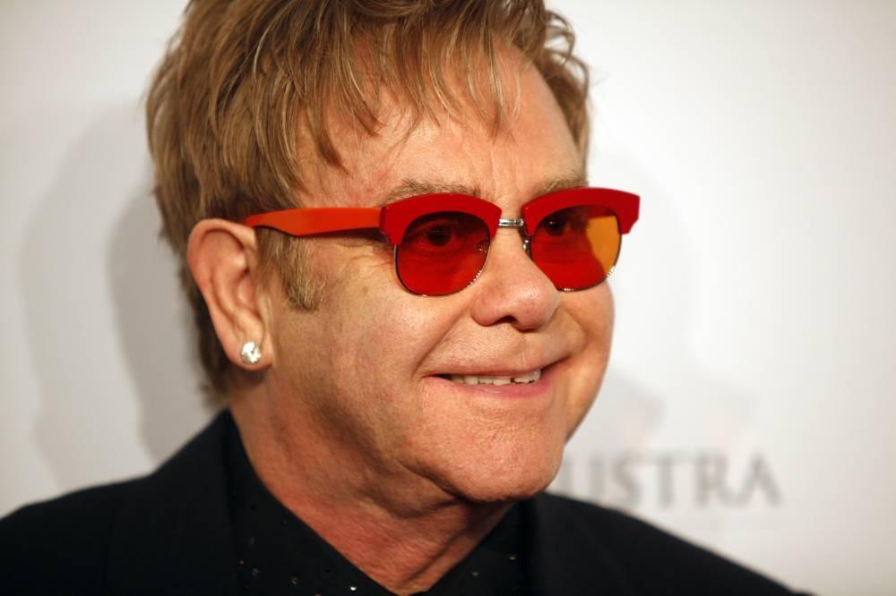 Elton John abandonó show por un fan grosero