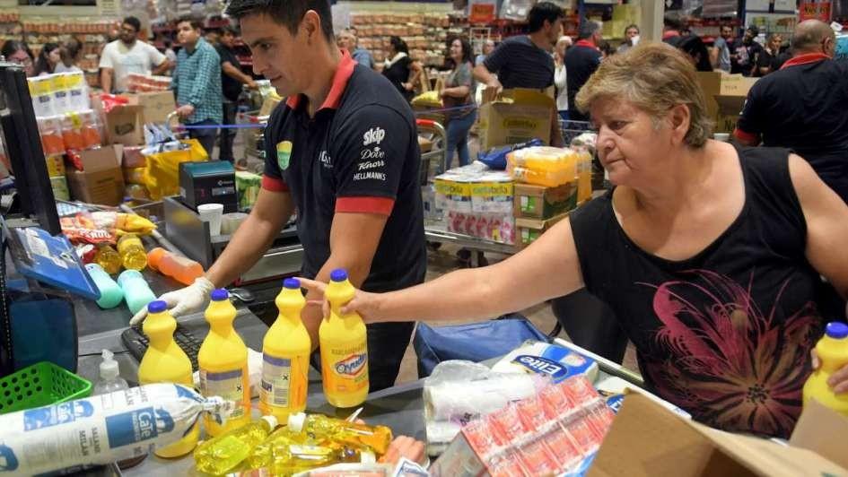 Empleados de supermercados recibirán un aporte solidario de 5.000 pesos