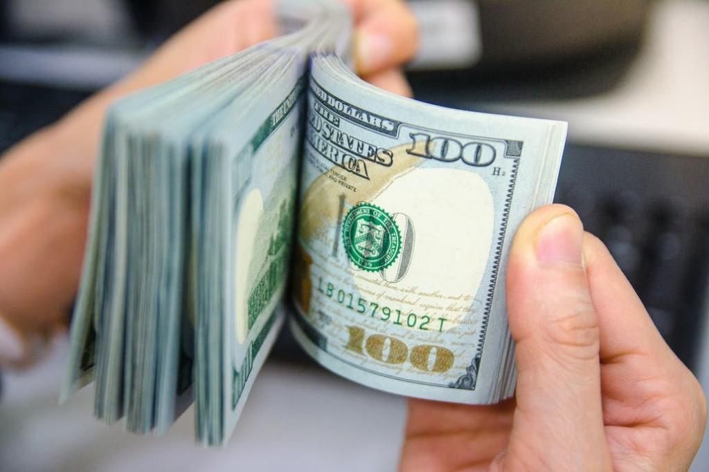 El dólar blue cerró a $144 por menor demanda
