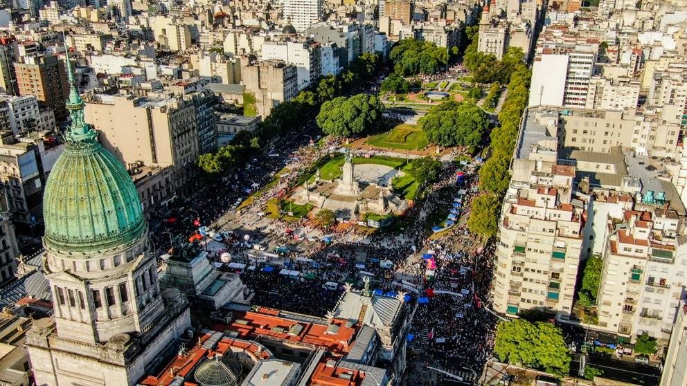 Primera marcha multitudinaria por el Dìa de la Mujer