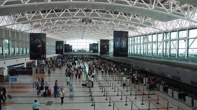 Un vuelo de Cancún aterrizó con 44 pasajeros contagiados de coronavirus