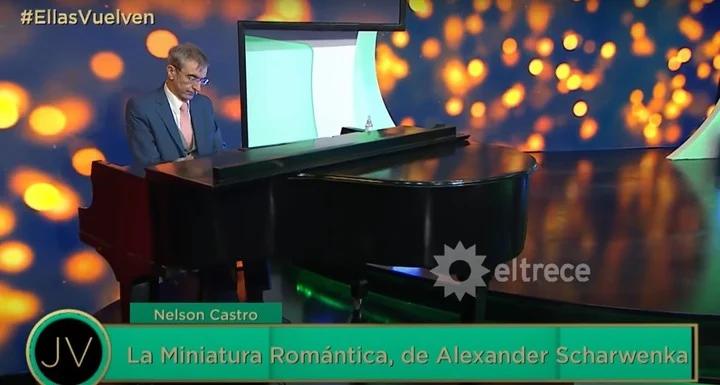 Nelson Castro sorprendió en su faceta como pianista