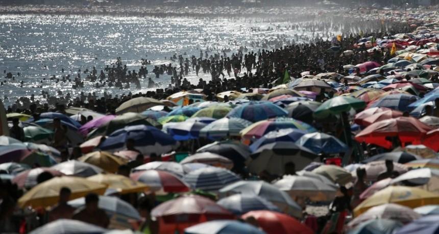 Brasil cierre total de sus playas para fenar contagios