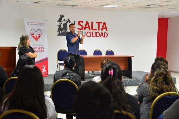 Empleados municipales aprenderán lenguaje de señas