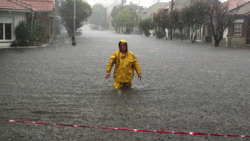 Un fuerte temporal golpea a Mar del Plata