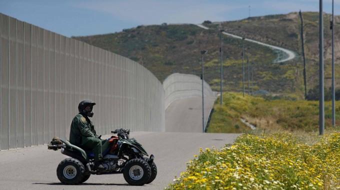 Legisladores republicanos de los cuatro Estados fronterizos cuestionan la utilidad del muro