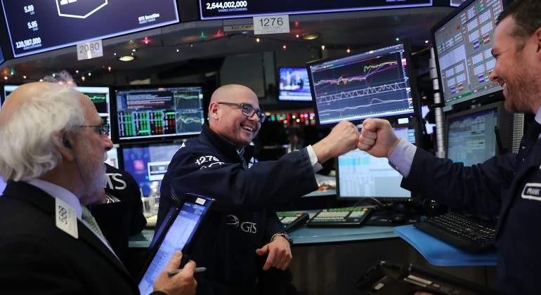 Wall Street: el Dow Jones avanza un 1.26% a media sesión