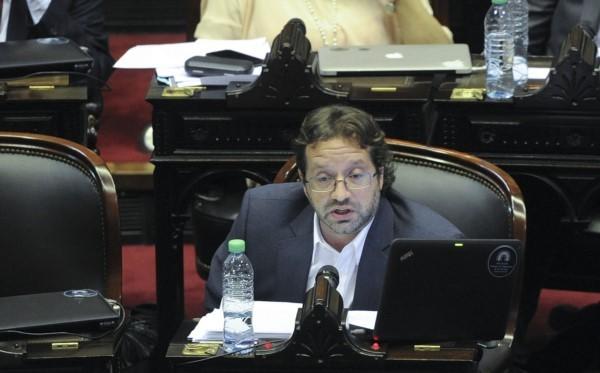 Lavagna: No se puede aumentar las tarifas más que los salarios