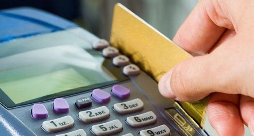 BCRA definió pagos con tarjetas y comisiones por efectivo
