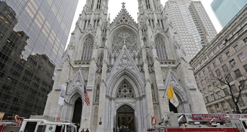 Detienen a hombre con bidones de nafta el la Catedral de Nueva York